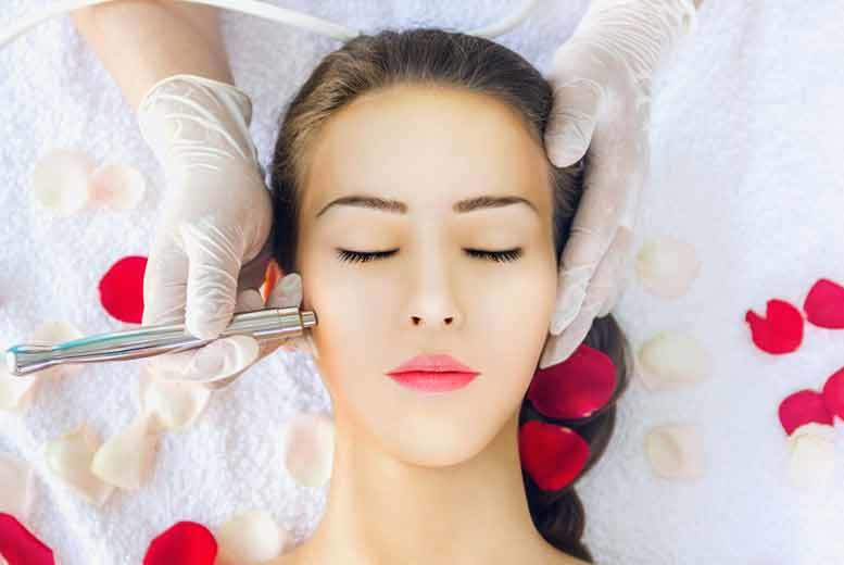 £19 for a diamond microdermabrasion facial session with oxybrasion exfoliation and vitamin boosters, or £39 for three sessions at La Estetica, Liverpool - save up to 46%
