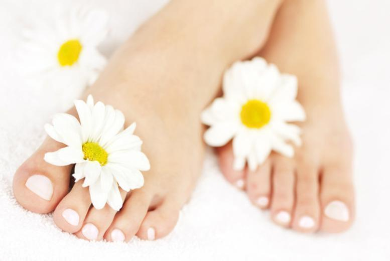 £39 for a laser fungal treatment on 1 nail, £69 for 2 nails, £99 for a full hand or foot at The Aesthetics Clinic, London - save up to 68%