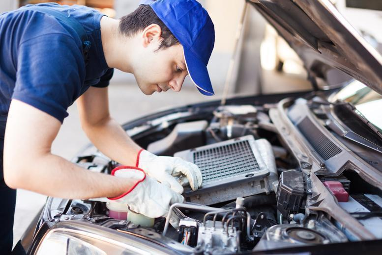 £29 instead of up to £150 for a comprehensive car MOT and service at Pit Start Garage, Acton - save up to 81%