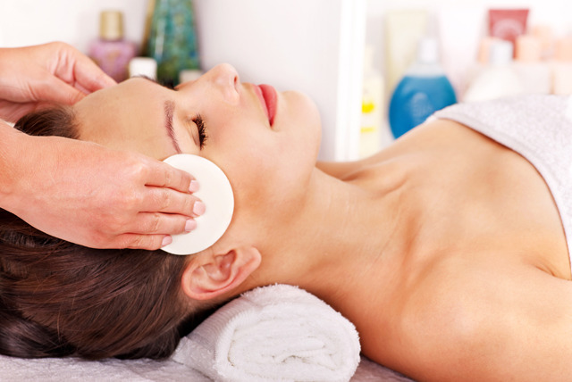 £18 instead of up to £65 for a 60-min luxury facial & 30-min neck and shoulder massage at Maariya's Beauty Secret & Spa, Ilford - save up to 72%