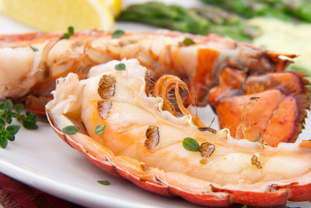 £21 instead of £43 for a 4-course Lobster meal for 2 inc. a glass of wine each at Dim Sum House, Golders Green - save 51%