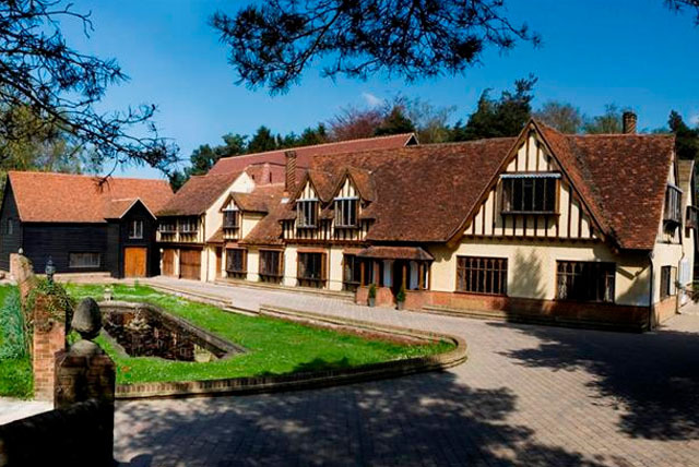 £89 instead of £168 (at Great Hallingbury Manor, Herts) for a night for 2 inc. cream tea, breakfast & more, £149 for 2nts – save up to 47%