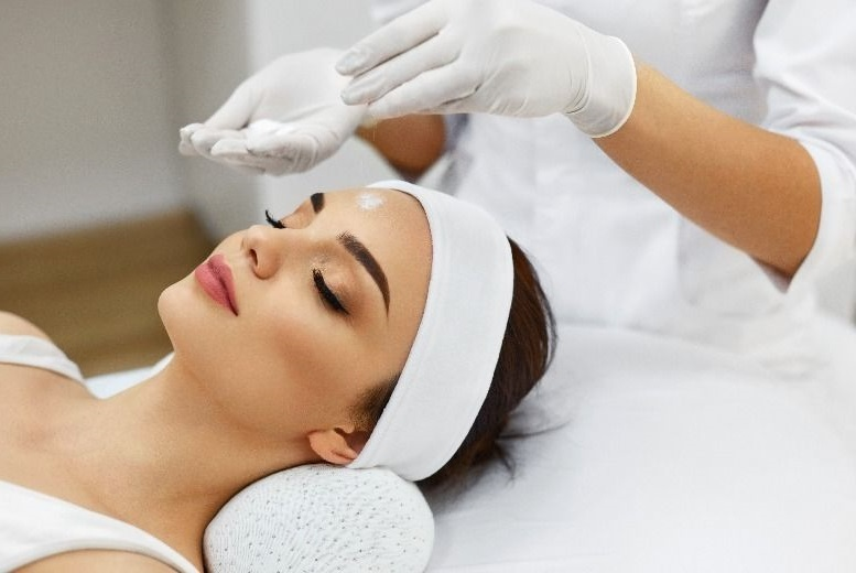 Luxury Facial, La Chic Beauty & Holistic Therapies
