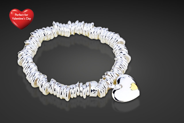 £7 instead of £59.99 (from Trendy Banana) for a golden heart charm bracelet - save a sparkly 88%