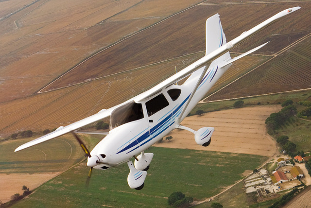 £99 instead of £179 for a 2-hour flying experience for 1 or £198 for 2 with Clifton Aviation, Cheltenham - save up to 45%