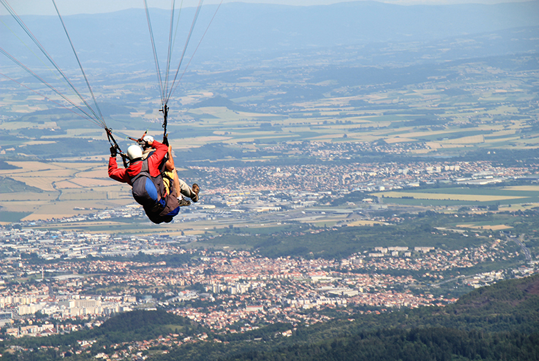 £99 for a 4-hour introductory paragliding experience with Airways Airsports, Ashbourne