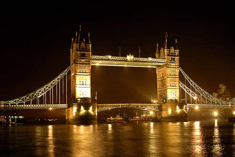 £7 for a children's ticket or £9.50 for an adult London by Night 'city of lights' bus tour ticket from Golden Tours - save up to 36%