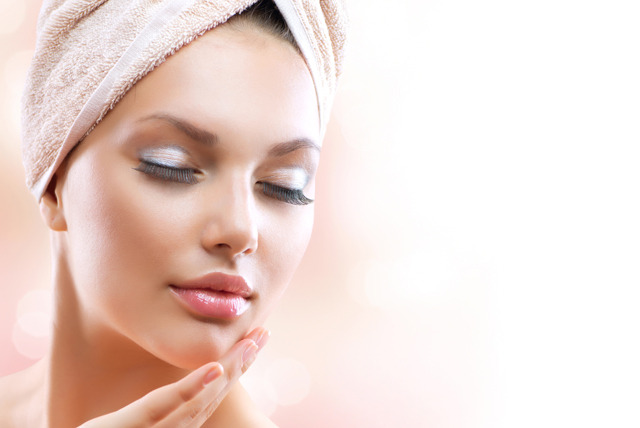 £16 instead of £50 for a 'gold' bio-collagen facial mask at Eve's Therapies, Forest Gate - treat your skin and save 68%