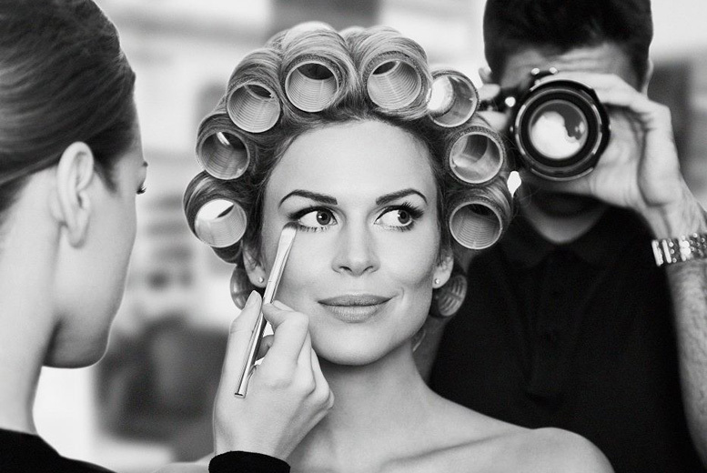 £14 for a photoshoot for 1 including hairstyling, makeup & 2 prints, or £26 for 2 people at Burlingtons Boutique, Oxford Circus - save up to 91%