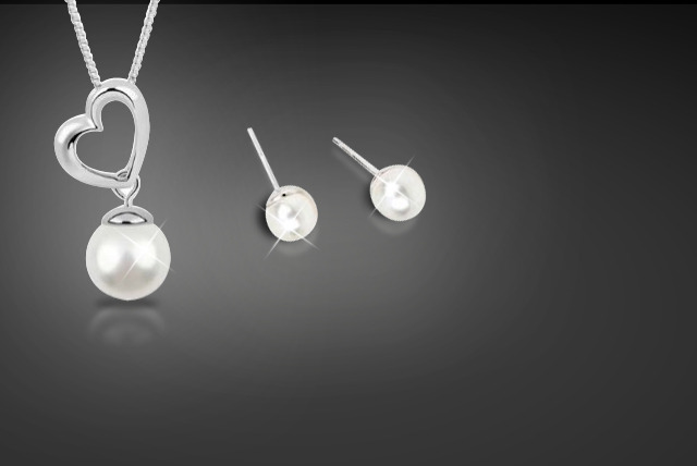 £14.99 instead of £89 (from Trending Picks) for a heart drop pearl earring and necklace set in white or black - save a beautiful 83%