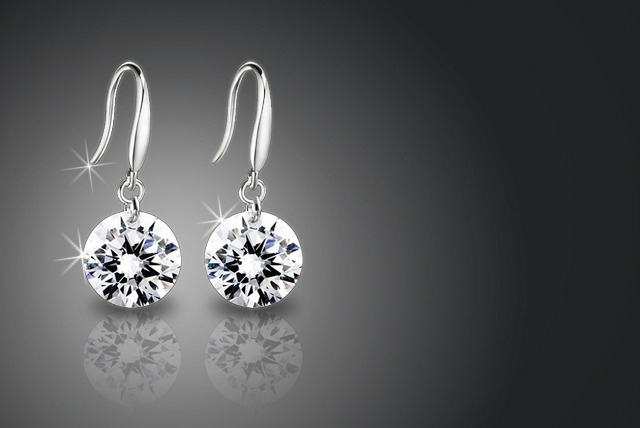 £6 instead of £89.99 (from Trendy Banana) for a pair of sterling silver Swarovski Elements drop earrings - save 93%