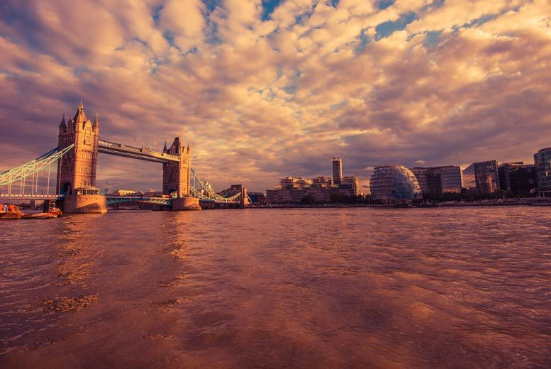 Thames Cruise with Cream Tea & Bucks Fizz for 2