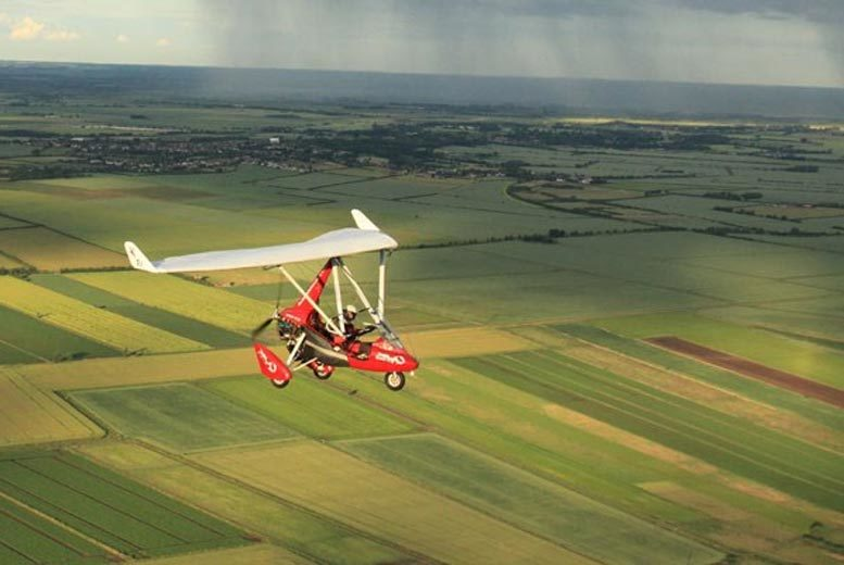 DDDeals - £70 for an up to 30 minute super deluxe microlight flight experience in a choice of six locations from Buyagift!