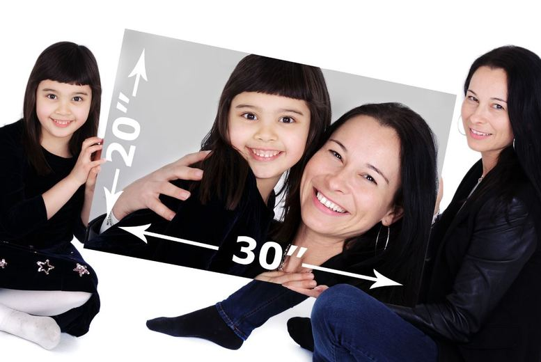 """£9 instead of £135 for a family photoshoot including a 20"""" x 30"""" canvas from The Picture Company, Farnborough and Bracknell - save 93%"""