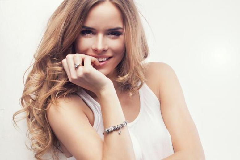 £19 for a half head of highlights with cut and blow dry, or £29 for a full head of highlights at Dare Salon, Waltham Abbey - save up to 76%