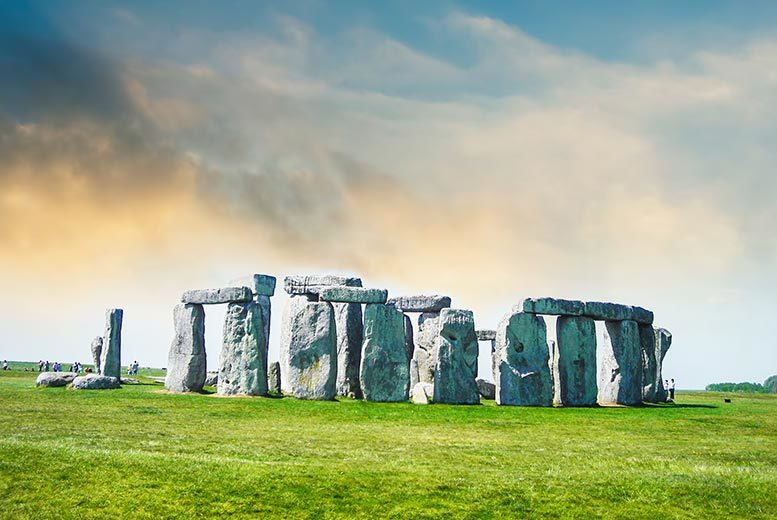 DDDeals - £99pp instead of £156.25 (from OMGhotels.com) for a London stay with breakfast and Simply Stonehenge Tour including return transport - save up to 37%