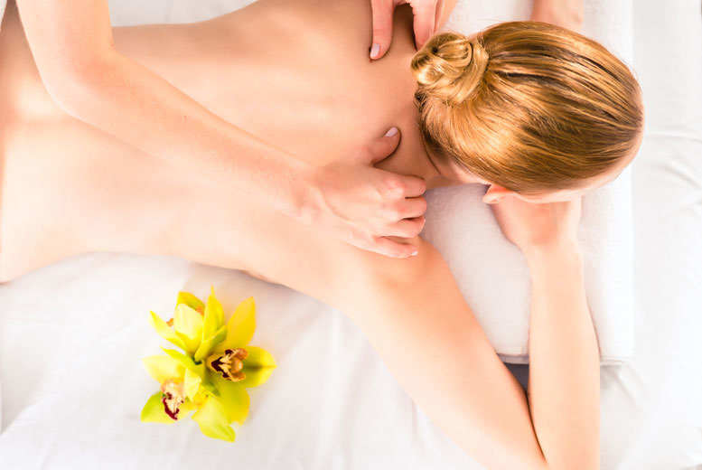 £24 instead of £65 for a 30-minute deep tissue or Swedish massage, plus a 30-minute tarot reading from Eccentric Pearl, Leyton - save 63%