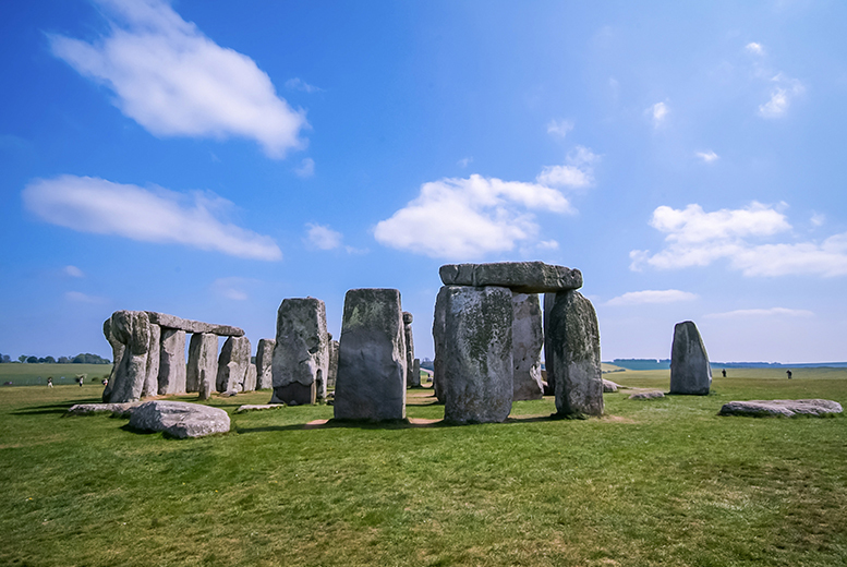 £29 instead of £59 for a luxury Stonehenge and Bath coach tour, or £39 to include a trip to Windsor Castle with Luxury Travels and Tours - save up to 51%