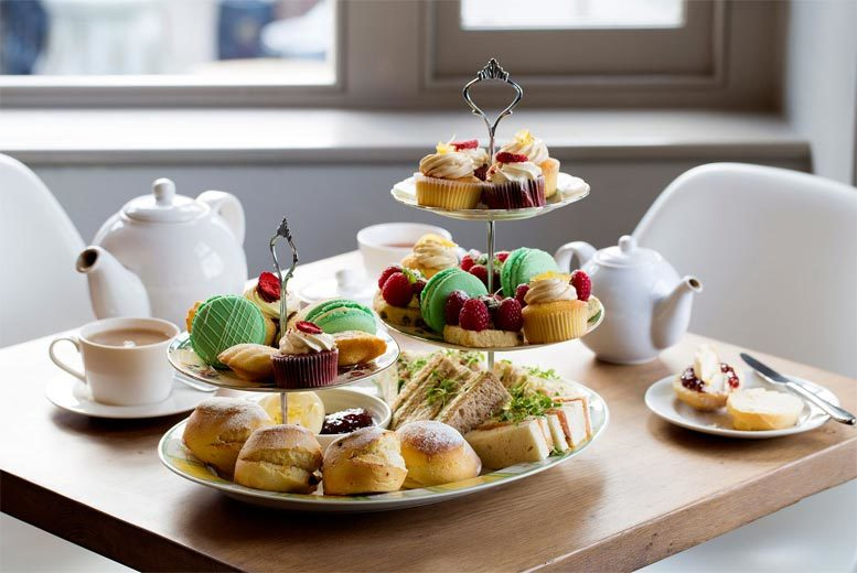 £34 instead of £49 (from Buyagift) afternoon tea for two at The Swan, Shakespeare's Globe - save 31%