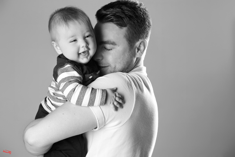 £12 for a 'Dad & The Kids' family photoshoot including three prints and £100's worth of vouchers from The Click Group, over 85 UK locations - smile and save 97%