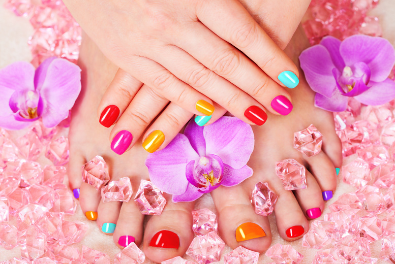 £8 instead of up to £25 for a Gelish manicure or £12 to include a pedicure at Ezina, Glasgow - save up to 68%