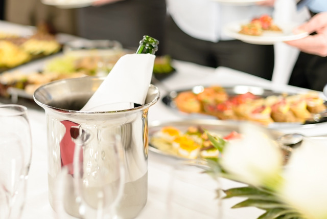 £26 instead of £63.80 for an 'all-you-can-eat' Champagne breakfast buffet for 2 at The Hilton Green Park - save 59%