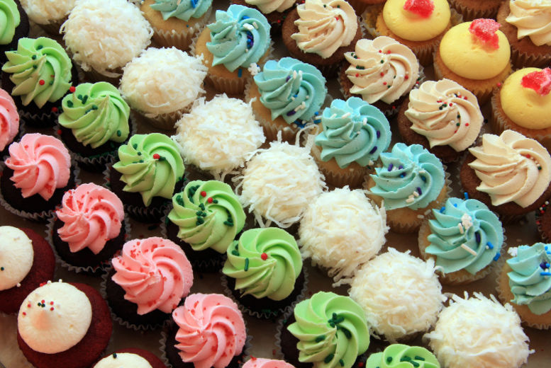London: 12 Cupcakes & Home Delivery – 3 Flavours! for £12