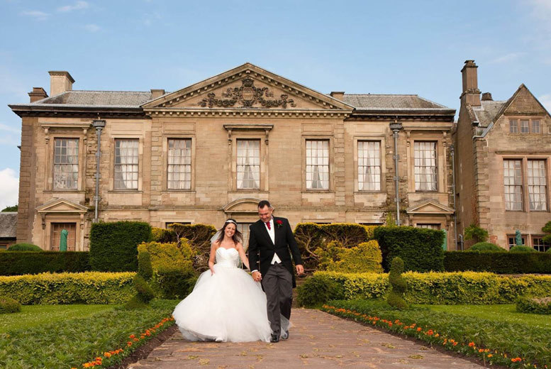 DDDeals - £199 for a full-day wedding photography package including a personalised CD of all images and two prints from Distinctive Moments Photography