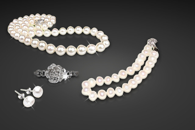 £19 instead of £150 (from Athena Fashion) for a 3-piece freshwater pearl set inc. necklace, bracelet and earrings - save 87%