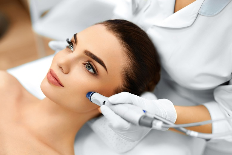 DDDeals - £21 instead of £45 for a microdermabrasion treatment from Sky Clinic - save 53%