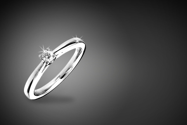 £249 instead of £424 (from Mazal Diamond) for a 0.15ct diamond solitaire engagement ring in 10kt white gold - save 41% + delivery is included