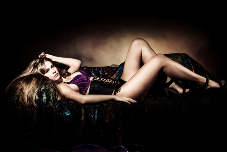 £9 for a vintage or boudoir photoshoot and MAC makeover for up to 2 people with Evolve Studios, Edinburgh