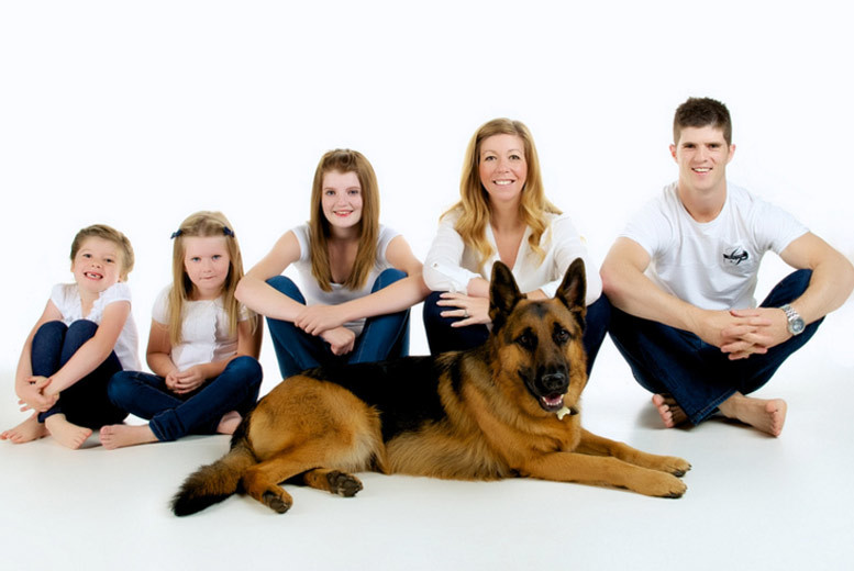 Family Photoshoot, 5 Prints and £100 Voucher @ Studio Q