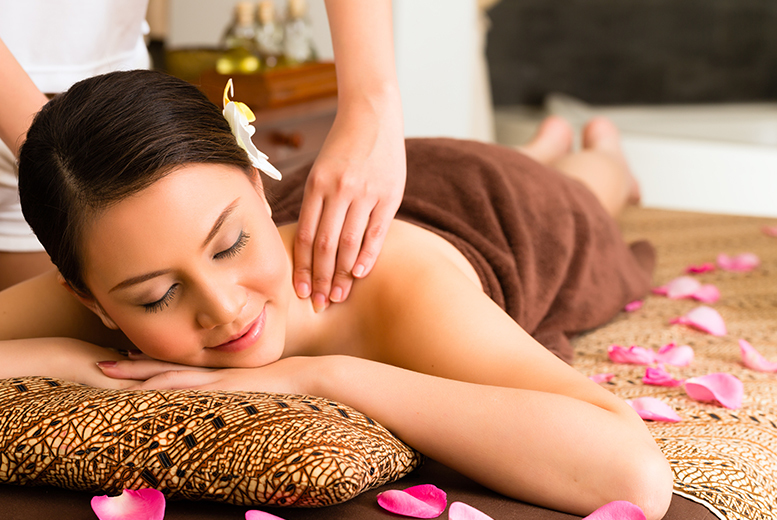 £22 instead of £83 for a one-hour Pick & Mix pamper package with a choice of up to four treatments at YouGlo - choose from two locations and save up to 73%