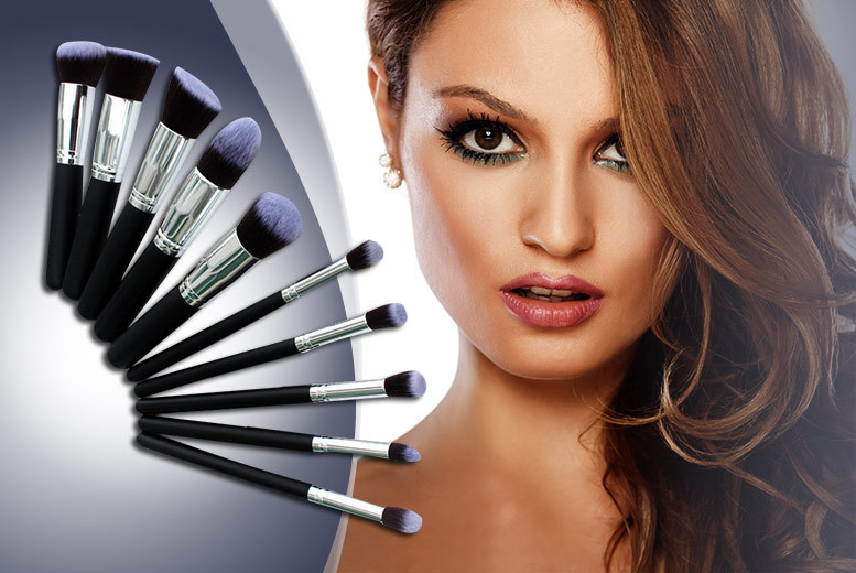 £7.99 instead of £49.99 (from Quick Style) for a 10-piece Kabuki Style professional makeup brush set - save 84%