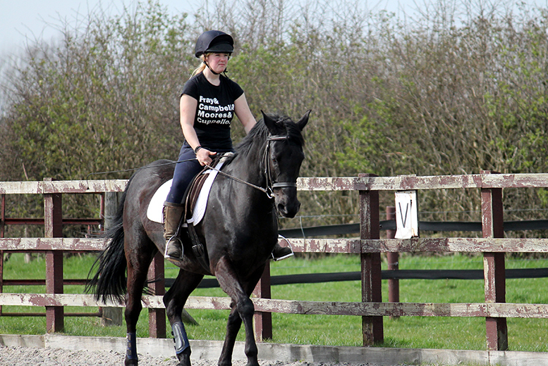 £6 for a kids' 30min horse riding lesson or £9 for a one-hour adult lesson at Croft Riding Centre - save up to 54%