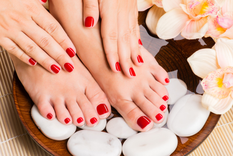 £9 instead of up to £20 for a Shellac manicure or pedicure, or upgrade for a Shellac mani pedi for £16 at Viva Hair & Beauty - save up to 55%