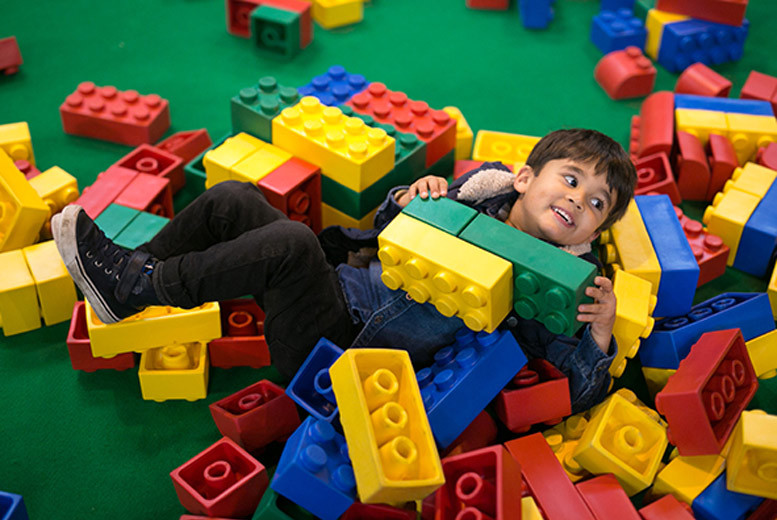 Glasgow: Single or Family Tkt to BrickLive @ 4 Locations – Built for LEGO® Fans! from £15