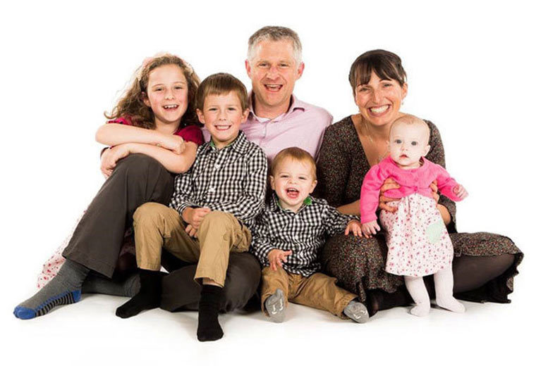 Derby: Family Photoshoot, 10 Prints, 2 Key Chains & £100 Voucher for £7.5