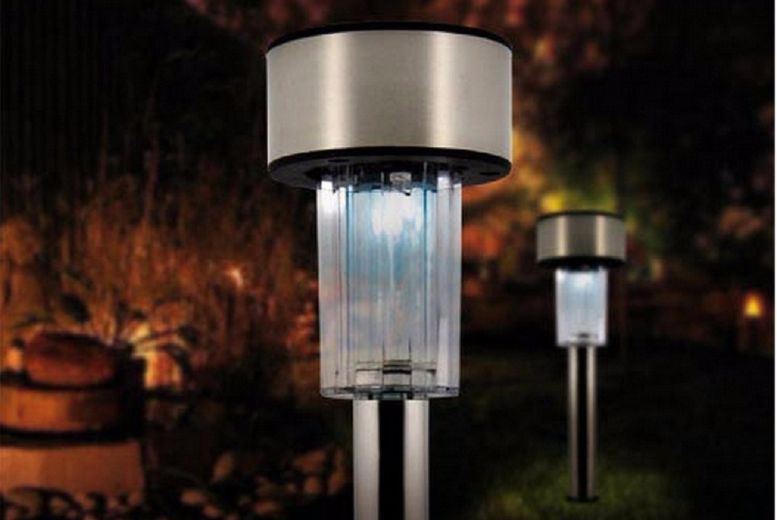 £7.99 instead of £40 for 8 Stainless Steel Solar Post Lights from Gift Mountain - save up to 80%