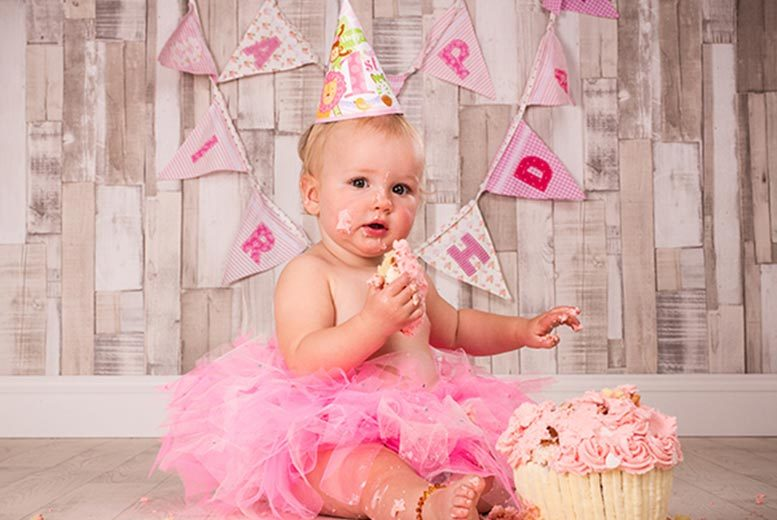 "£9 instead of £60 for a 'smash the cake' photoshoot and 8"" x 6"" print at Curtis Jenson Photography, Walsall - save 85%"