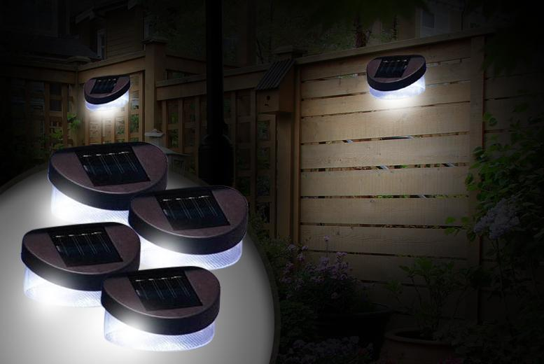 £6 instead of £27 (from Zoozio) for two solar fence lights, £9 for four lights - choose from two colours and save up to 78%