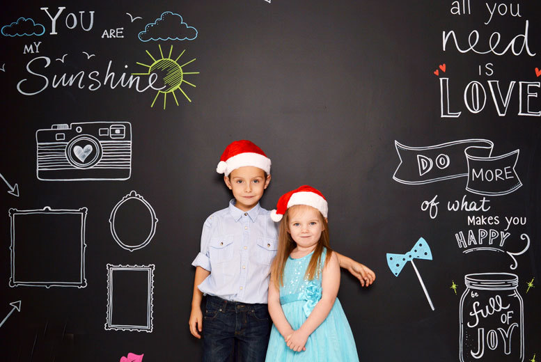 £7.50 instead of £125 for a one-hour giant chalkboard family photoshoot for up to 20 at Trendy-Art, Whitley Bay - save a snap-happy 94%