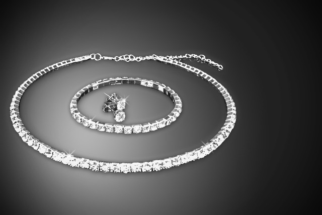 £19 instead of £114.96 (from Simply 18k) for a Swarovski Elements tri set, or £23 for the twin row set - save up to 83%