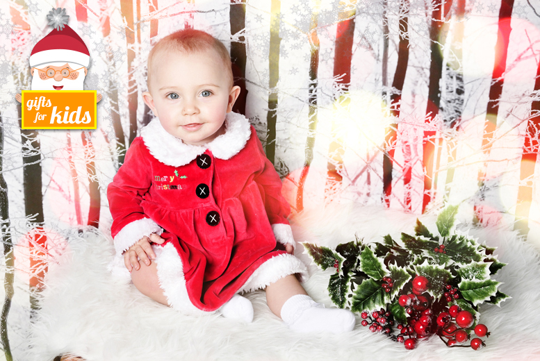 £9 instead of £49.95 for a children's Santa's Grotto photoshoot with a mini-makeover and five prints at Chique Photography - choose from two locations and save 82%
