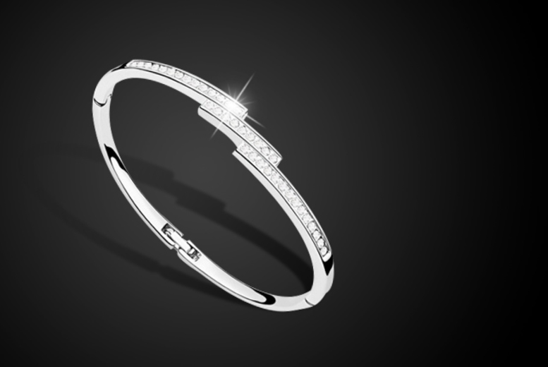 £6 instead of £79.99 (from Marcus Emporium) for a triple row bangle made with Swarovski Elements - save a sparkly 92%
