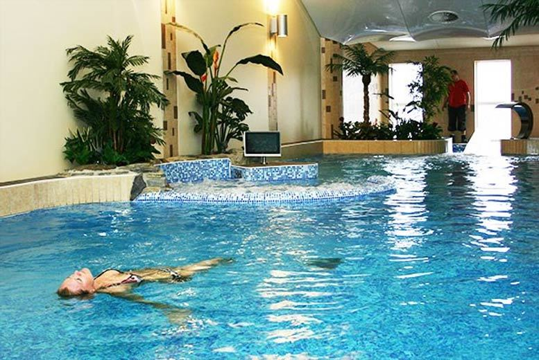 London: Relaxing Bedfordshire Spa Day & 1hr Treatment for 2 for £47