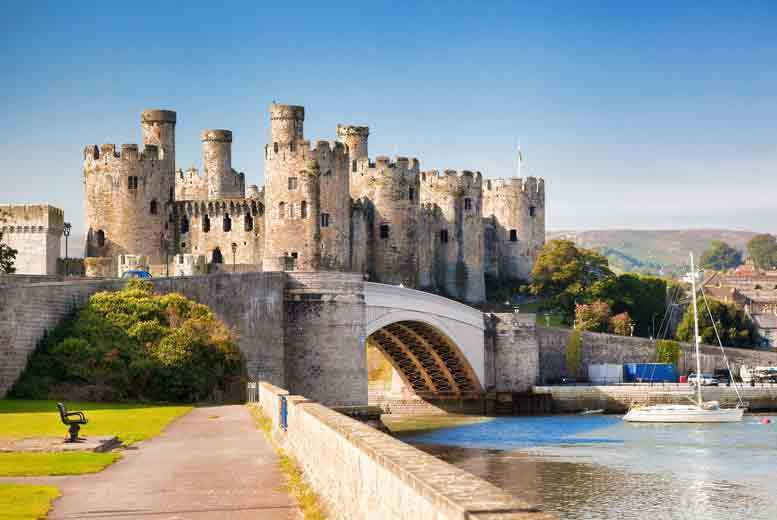 Liverpool: 2-3nt Conwy Stay, B'fast & Bottle of Prosecco for 2 from £99