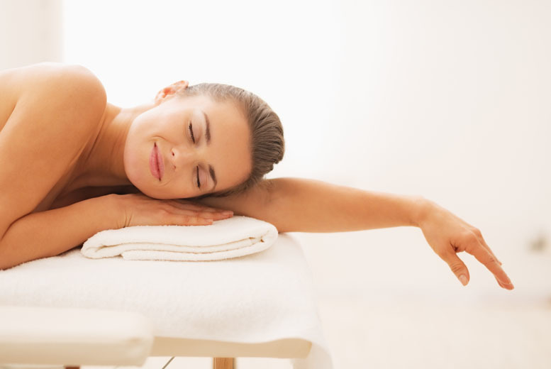 London: 2hr Pick & Mix Pamper Package – Choice of 4 Treatments including Haircut! from £24