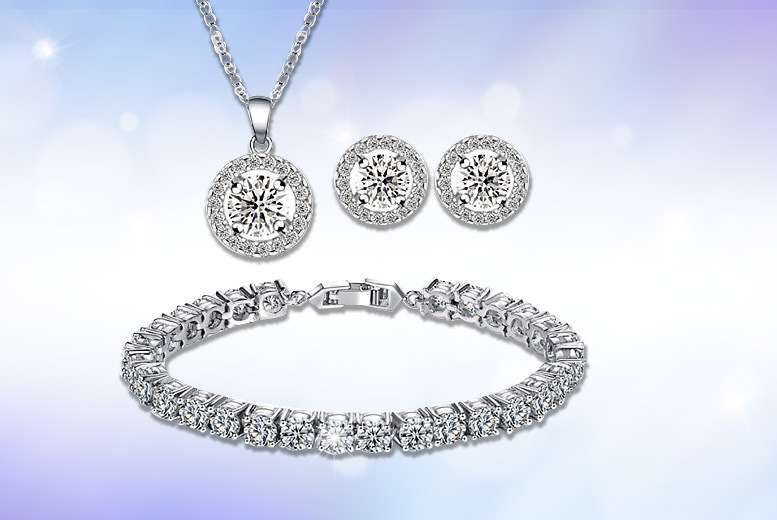Round Halo Pendant Tri Set for £16
